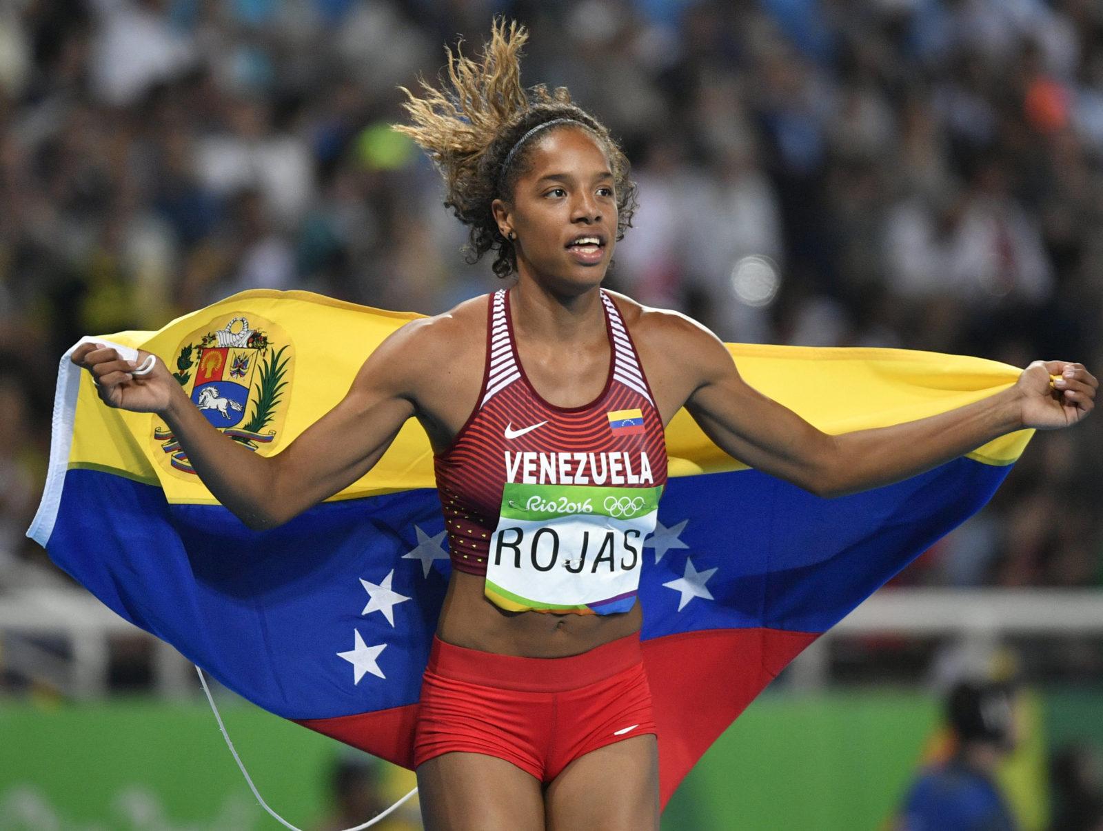 Yulimar Rojas celebra tras confirmarse su segundo lugar en Río 2016 | Foto: Frank (EFE) |